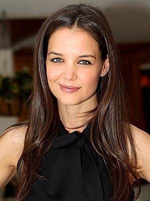 Katie Holmes è tornata a sorridere: pare infatti che l'attrice ed ex compagna di Tom Cruise abbia un nuovo amore, Luke Kirby. L'indimenticata protagonista ... - katie-holmes-luke-kirby