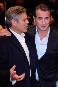 George-Clooney-et-Jean-Dujardin-sur-le-tapis-rouge-de-Monuments-Men-a-la-64e-Berlinale-le-8-fevrier-2014_portrait_w674
