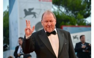 youfeed-venezia-71-leone-d-oro-a-a-pigeon-sat-on-a-branch-reflecting-on-existence-di-roy-andersson