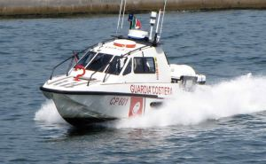 cade_dalla_barca_per_salvare_il_cane_una_donna_annegata_nel_veneziano-0-0-421453